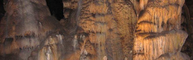Sprístupnená jaskyňa. Dosahuje dĺžku 2811 m a vertikálne rozpätie 55 m.