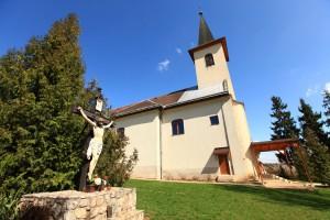 Katolický klasicistický kostol svätého Martina v Drienovci